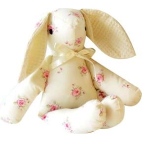 ארנבון- לבן עם פרחים