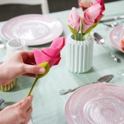 לפעמים יש לנו ארוחות משפחתיות שראויות למשהו חגיגי. בבית שבו גדלתי היו מביאים א…